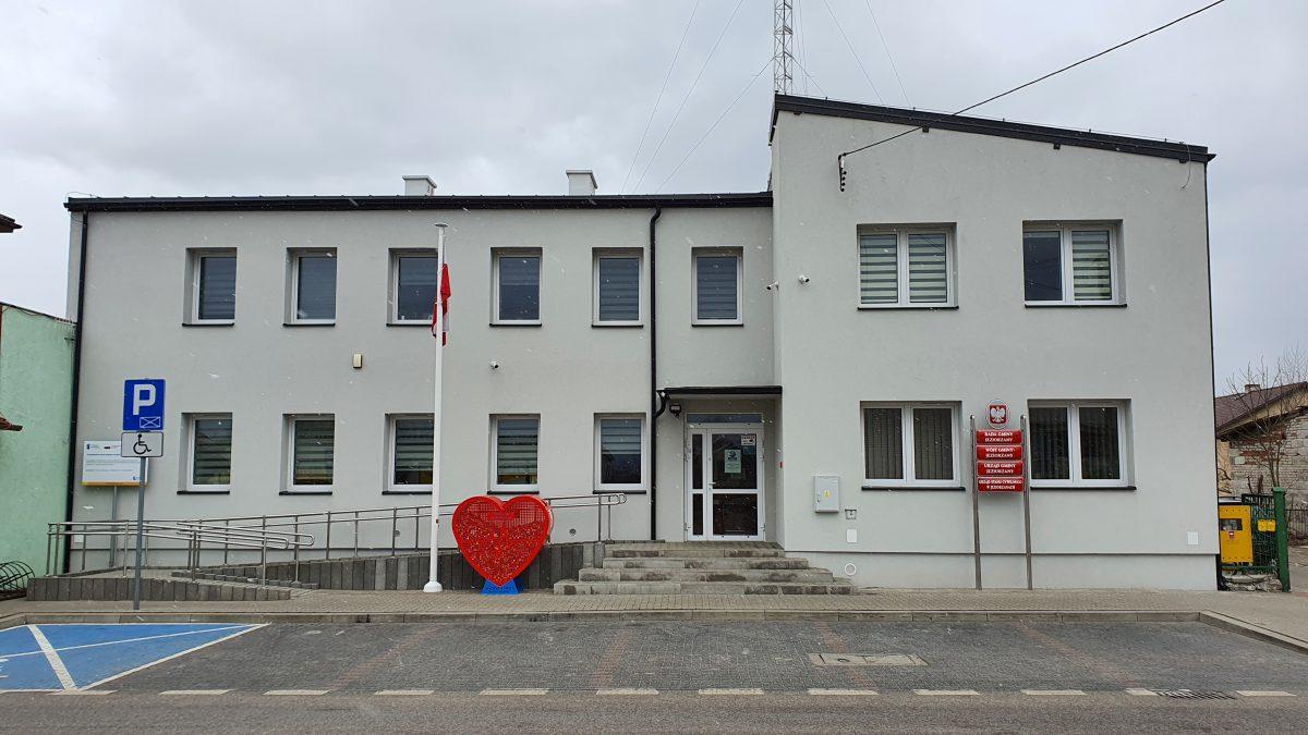 Miniaturka artykułu Termomodernizacja budynku Urzędu Gminy Jeziorzany – zakończenie realizacji projektu.